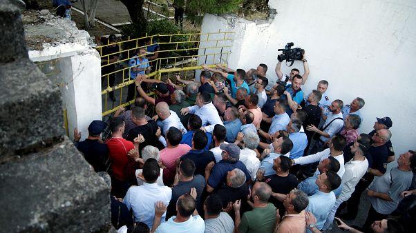 Durva összecsapások az albán ellenzékiek és a rendőrség között