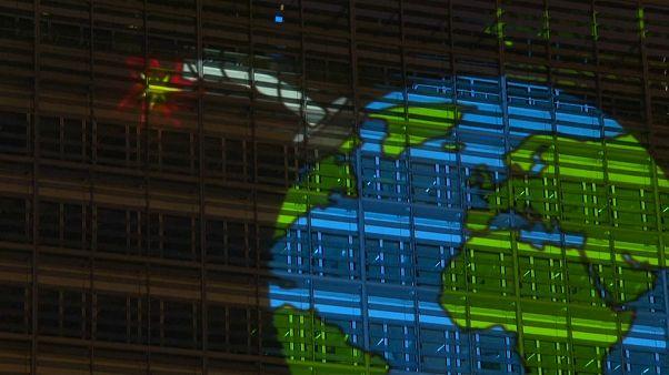 Greenpeace projette une bombe à retardement sur la maison européenne