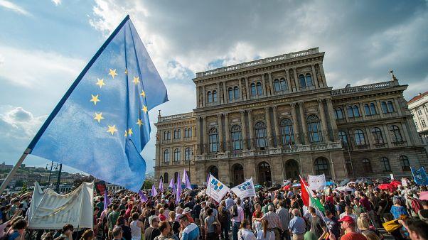 Tüntetés a Magyar Tudományos Akadémia előtt 2019. június 2-án