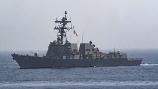 مدمرة أميركية حاملة للصواريخ-(يو إس إس بين بريدج) تعبر خليج عمان. حزيران/2019