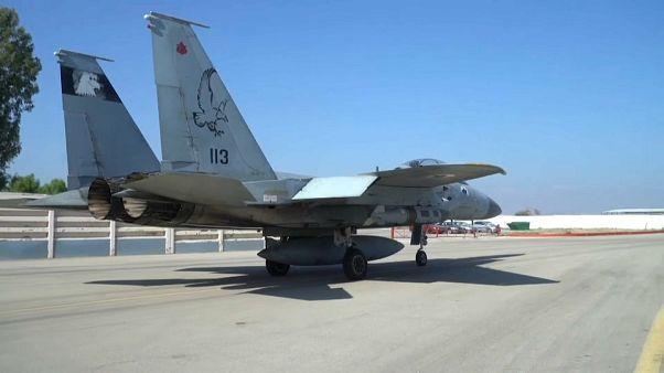 طائرة مقاتلة إسرائيلية تستعد للإقلاع في تدريبات عسكرية