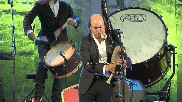 ملك مزمار القربة الغاليسية كارلوس نونيز يطرب جمهور مهرجان فاس الموسيقي