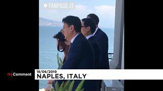 شاهد: من فرط حماسه لمقابلة رئيس الوزراء الإيطالي خرج بملابسه الداخلية