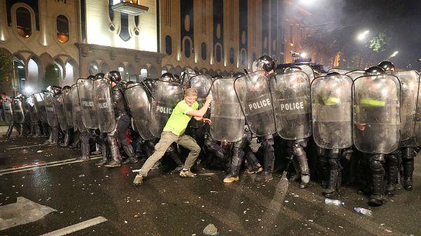 """رئيسة جورجيا: """"الطابور الخامس الروسي"""" وراء أعمال العنف الأخيرة"""
