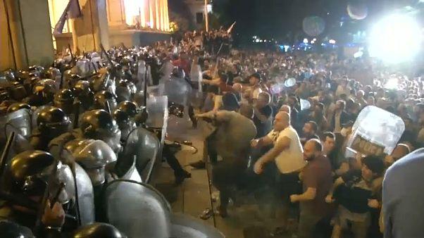 درگیری پلیس با معترضان در گرجستان ۲۴۰ زخمی برجای گذاشت