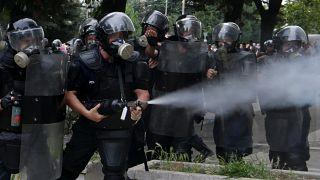 مظاهرة مناهضة للحكومة الألبانية أمام مقر رئيس الوزراء إيدي راما في تيرانا يوم 2009.06.21