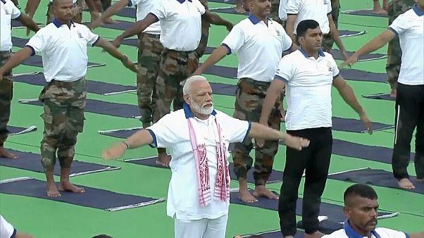 Индия: нам всем поможет йога