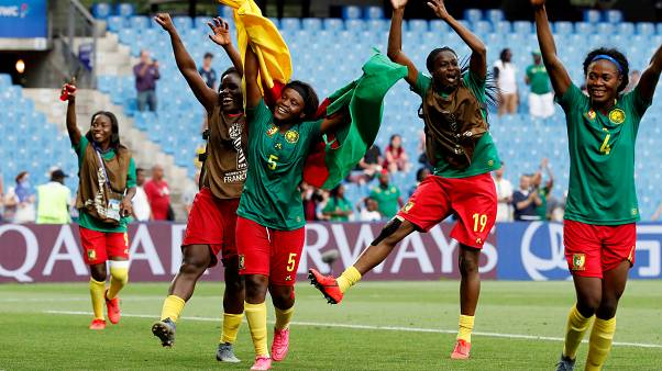 Cameroon beat New Zealand 2-1 with injury time goal
