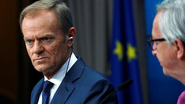 Cimeira: UE deixa avisos e adia decisões