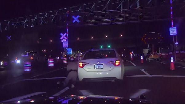 Autójával magával húzott egy rendőrt egy floridai sofőr- gyilkossági kísérletért kell felelnie