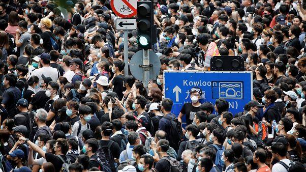 Hong Kong'da zanlıların Çin'e iadesini kolaylaştıran düzenlemeye karşı çıkanların protestosu sürüyor