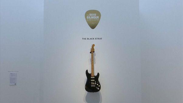 Pink Floyd'un solisti David Gilmour'un gitarı 23 milyon TL'ye satılarak rekor kırdı