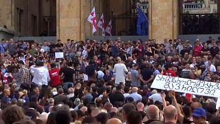 Más protestas en Georgia tras la dimisión del presidente del parlamento