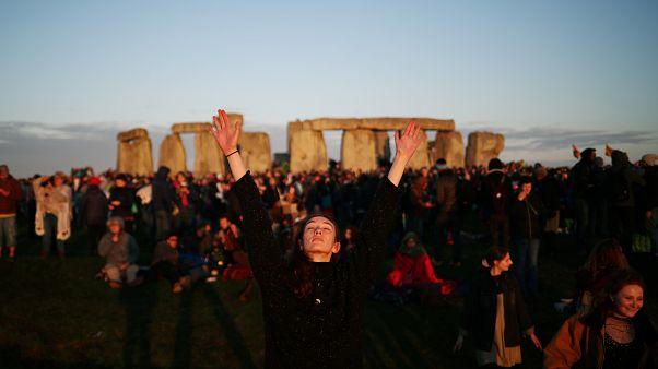 10 000 personnes célèbrent le solstice d'été à Stonehenge