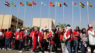 مشجعات بانتظار دخول استاد القاهرة