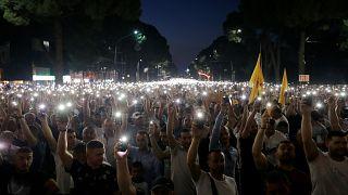 Arnavutluk'ta binlerce muhalif, başbakanlık ofisi önünde hükümeti protesto etti