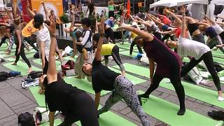 Rain doesn't stop yogis from celebrating the summer solstice in Times Square