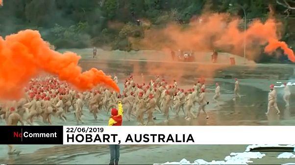 ویدئو؛ رکورد شناگران برهنه در جشنواره انقلاب زمستانی تاسمانی استرالیا