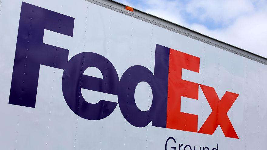 لوغو فيديكس على إحدى شاحناتها في الولايات المتحدة الأميركية