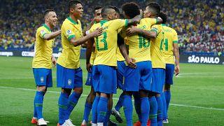 Brasil goleia Peru rumo aos quartos de final da Copa América