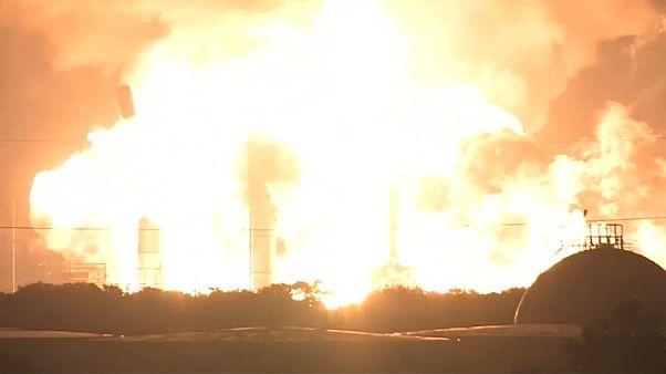 US-Raffinerie explodiert - Feuerball glüht bis ins All