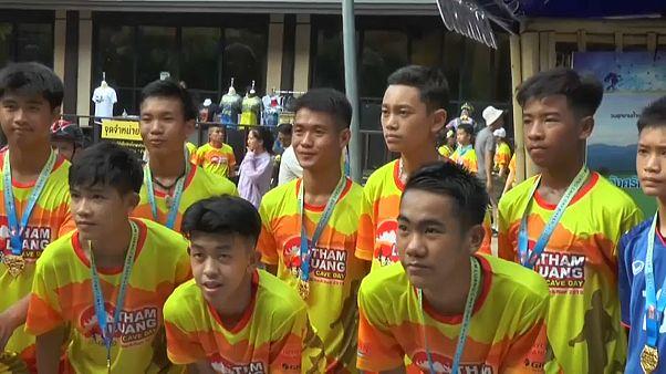 Tailandia conmemora con una maratón el rescate del equipo que quedó atrapado en una de sus cuevas