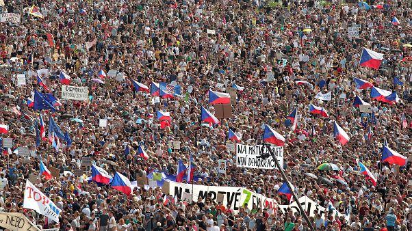 Çekya'da Kadife Devrimi'nden sonra en büyük halk hareketi: Başbakana istifa çağrısı