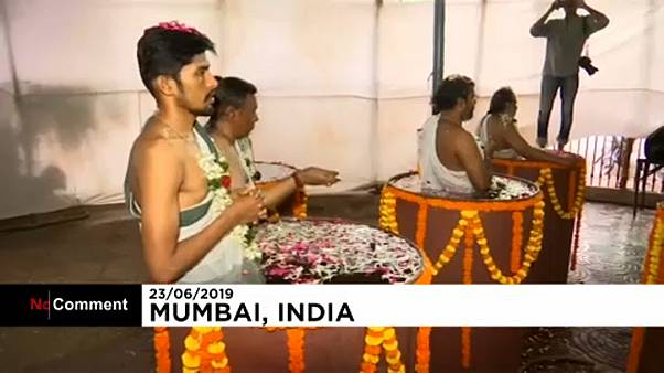 Incantations à la divinité de la pluie à Bombay