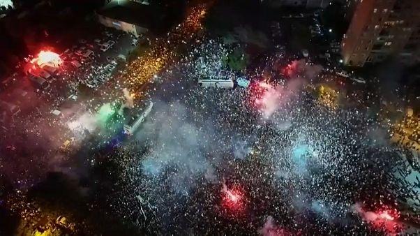 Istanbul noire de monde pour célébrer la victoire d'Ekrem Imamoglu