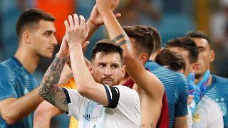 """Argentina """"passeia"""" frente ao Qatar e passa aos quartos"""