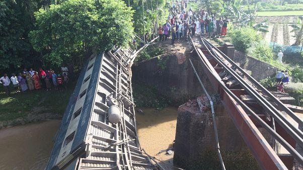 Bangladesh: crolla ponte ferroviario, diversi morti