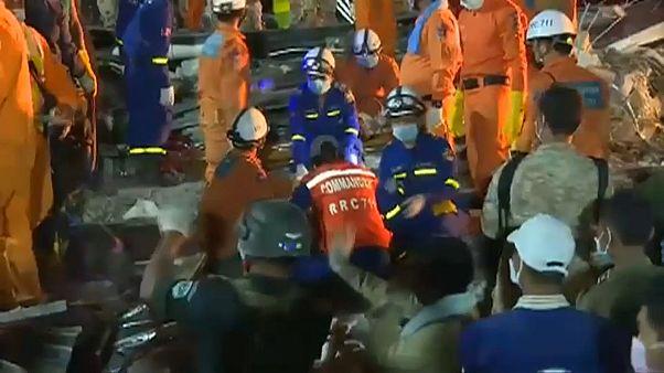 28 mortos em desabamento de prédio no Camboja