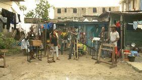 Çöplerden topladıkları plastik atıkları müzik enstrümanına çeviren Kongolu 'Fulu Muziki' ile tanışın