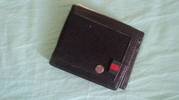 Minél több pénz van benne, annál inkább visszaadják a talált pénztárcát az emberek