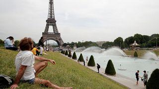 """Caldo record in Europa. """"Parigi? Più calda dello Zambia"""""""