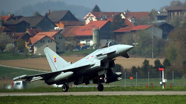 Almanya'da savaş uçakları havada çarpıştı: Bir pilot öldü