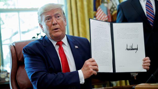 """Трамп """"наказал"""" Иран новыми санкциями за сбитый беспилотник"""
