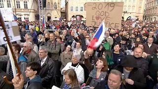 تقرير: المجر والتشيك لم تمتثلا لمعايير أوروبا لمكافحة الفساد