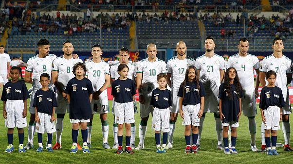 المنتخب الجزائري خلال المباراة الأولى ضد منتخب كينيا، الأحد، ملعب الدفاع الجوي، القاهرة