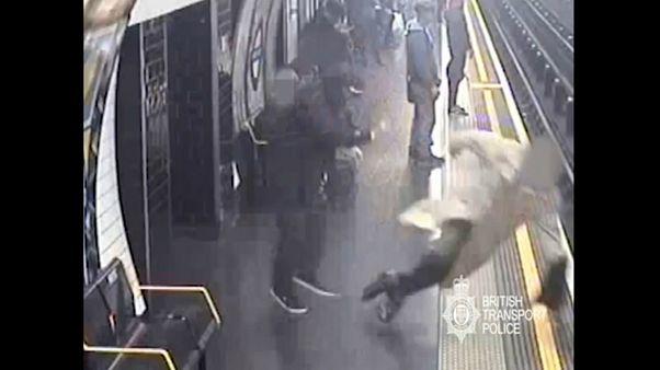 مردی که مسافر ۹۰ ساله را روی ریل مترو هل داده بود به حبس ابد محکوم شد