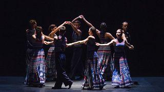 «The Thread»: Ο Ράσελ Μάλιφαντ και οι ελληνικοί παραδοσιακοί χοροί