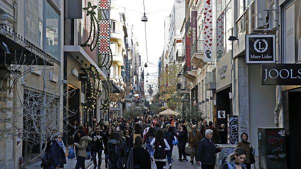 Κόσμος περπατάει στην οδό Ερμού στο κέντρο της Αθήνας, Τετάρτη 13 Δεκεμβρίου 2017. ΑΠΕ-ΜΠΕ/ΑΠΕ-ΜΠΕ/ΑΛΕΞΑΝΔΡΟΣ ΒΛΑΧΟΣ
