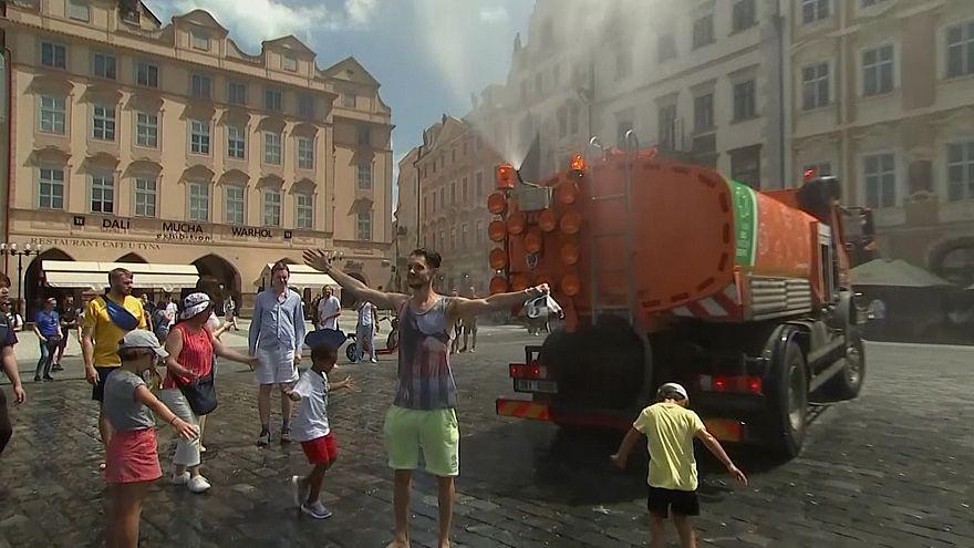 Sprinkler truck sprays people in Prague with water in 37C temperatures