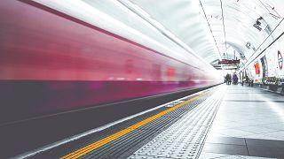 Парень, столкнувший 90-летнего пассажира на рельсы в метро, получил пожизненный срок
