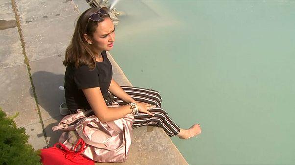 شاهد كيف يقاوم الأوروبيون حرارة الطقس الشديدة