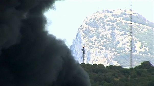 Acotado el incendio en una nave industrial de San Roque