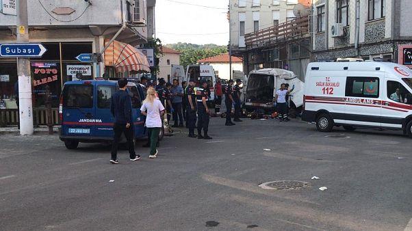 Edirne'nin Meriç ilçesinde göçmenleri taşıyan kapalı kasa ticari panelvan kaza yaptı