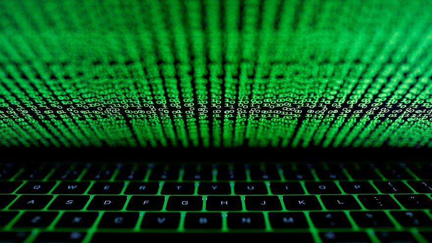 """""""Breves de Bruxelas"""": EU aumenta capacidade na cibersegurança"""