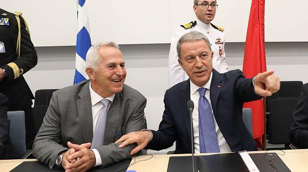 Milli Savunma Bakanı Hulusi Akar (sağda), Yunanistan Savunma Bakanı Evangelos Apostolakis ile görüştü. ( Arif Akdoğan - Anadolu Ajansı )