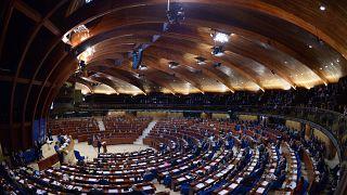 A kormány közzéteszi az eltitkolt korrupciós jelentést, de nem most